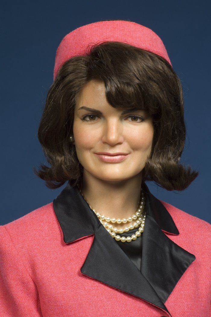 Jackie kennedy frisuranleitung jackie o bouffant for Cocktail jacqueline