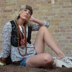 Hippie Makeup & Frisur Tutorial – 60er Flower Power
