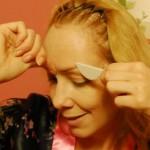 Augenbrauen abdecken Anleitung