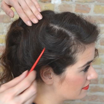 Rockabilly Frisur Süße Locken mit Haarkamm Retrochicks