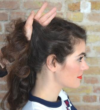 50er pinup frisur tutorial banane mit locken retrochicks
