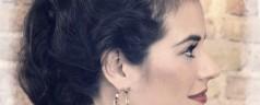 Rockabilly Frisur – Süße Locken mit Haarkamm