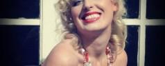Marilyns Haare – Marilyn Monroe Frisur Tutorial